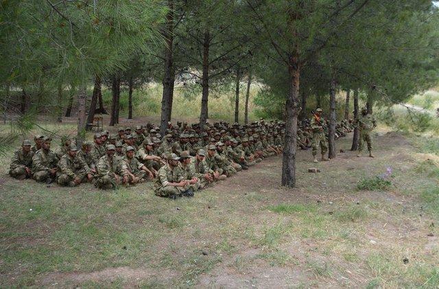 EKTAKTO – Eτοιμη η νέα δύναμη εισβολής του Ρ.Τ.Ερντογάν: 7.000 Τούρκοι στρατιώτες μαζί με FSA και τον ιδιωτικό στρατό SADAT μπαίνουν στην Συρία από τρία σημεία – Mετωπική με ΗΠΑ επέλεξε ο «Σουλτάνος» – Είναι αυτό το κύκνειο άσμα του; (εικόνες, βίντεο) - Εικόνα8