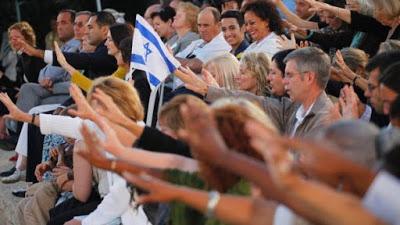 «Κύρο τον Μέγα» αποκαλούν τον Τραμπ οι ευαγγελικοί, την «ευλογία του Ιησού του Ναυή» του δίνουν οι ραβίνοι - Εικόνα3