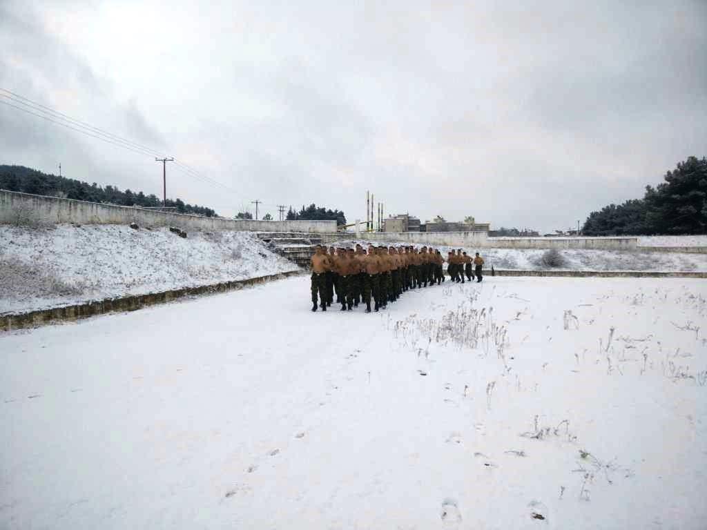 """""""Ρίξε κι άλλο χιόνι Θέε μου""""! Καταδρομείς εκπαιδεύονται μέσα στο χιονιά! ΦΩΤΟΓΡΑΦΙΕΣ - Εικόνα0"""
