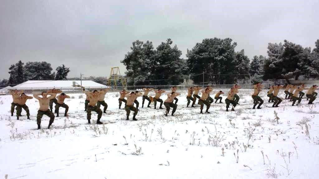 """""""Ρίξε κι άλλο χιόνι Θέε μου""""! Καταδρομείς εκπαιδεύονται μέσα στο χιονιά! ΦΩΤΟΓΡΑΦΙΕΣ - Εικόνα2"""
