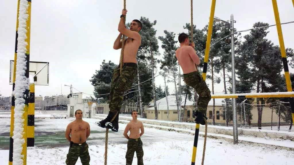 """""""Ρίξε κι άλλο χιόνι Θέε μου""""! Καταδρομείς εκπαιδεύονται μέσα στο χιονιά! ΦΩΤΟΓΡΑΦΙΕΣ - Εικόνα4"""