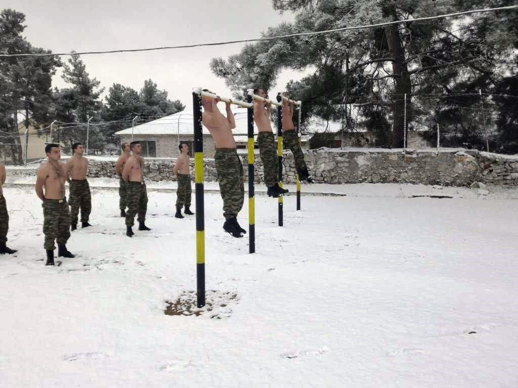 """""""Ρίξε κι άλλο χιόνι Θέε μου""""! Καταδρομείς εκπαιδεύονται μέσα στο χιονιά! ΦΩΤΟΓΡΑΦΙΕΣ - Εικόνα5"""