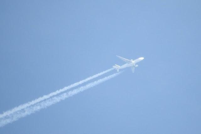 Αεροπλάνο (uav;) χωρίς παράθυρα ψεκάζει... - Εικόνα1