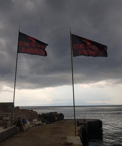 Άγιο Όρος – Σήκωσαν μαύρες σημαίες στην Ι.Μ. Δοχειαρίου που αναγράφουν: «Έξω οι Αντίχριστοι από το Άγιον Όρος» - Εικόνα2