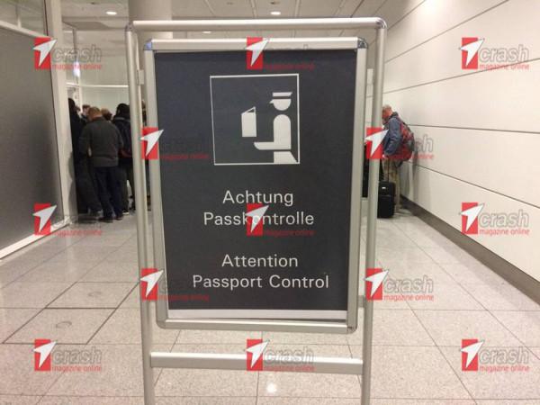 ΑΙΣΧΟΣ! Ατελείωτες ουρές ταλαιπωρίας Ελλήνων στα γερμανικά αεροδρόμια (φώτο) - Εικόνα3