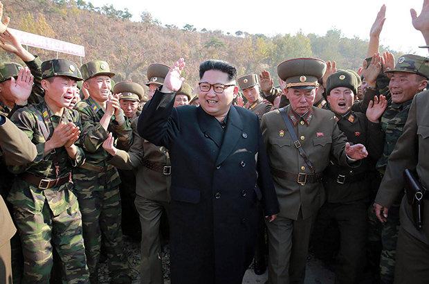 Ανθρωποκυνηγητό σε εξέλιξη στη Β.Κορέα – Navy seals διείσδυσαν στην χώρα – Η Πιονγιάνγκ ετοιμάζεται να πλήξει ΗΠΑ και Ν.Κορέα ως αντίποινα για την απόπειρα δολοφονίας του Κιμ Γιονγκ Ουν! - Εικόνα1