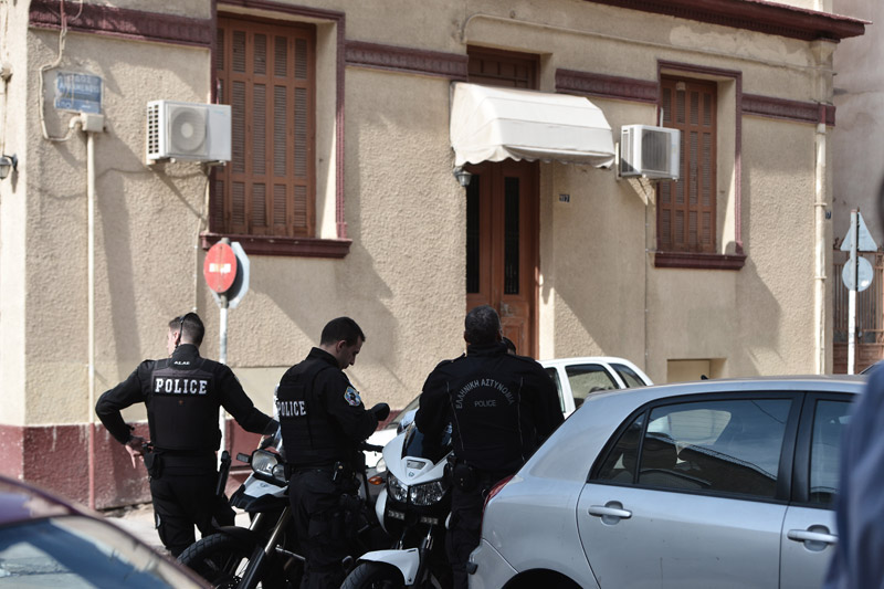Η Αντιτρομοκρατική συνέλαβε 29χρονο για το δέμα-βόμβα στον Παπαδήμο - Εικόνα 0