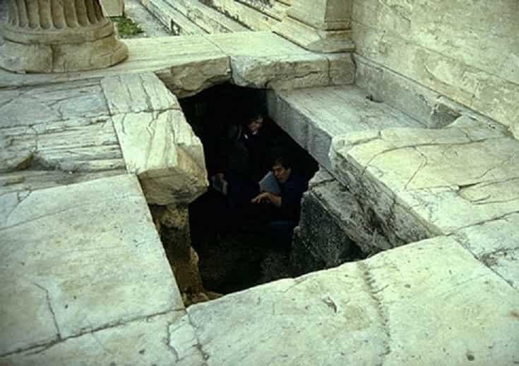 Η «απαγορευμένη» Ακρόπολη των Αθηνών – Κρυφές Είσοδοι - Εικόνα1