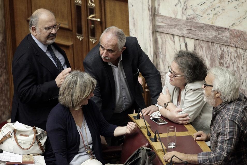 Υπό την απειλή κοινοβουλευτικής ήττας η κυβέρνηση για την αλλαγή φύλου από τα 15 - Εικόνα 0
