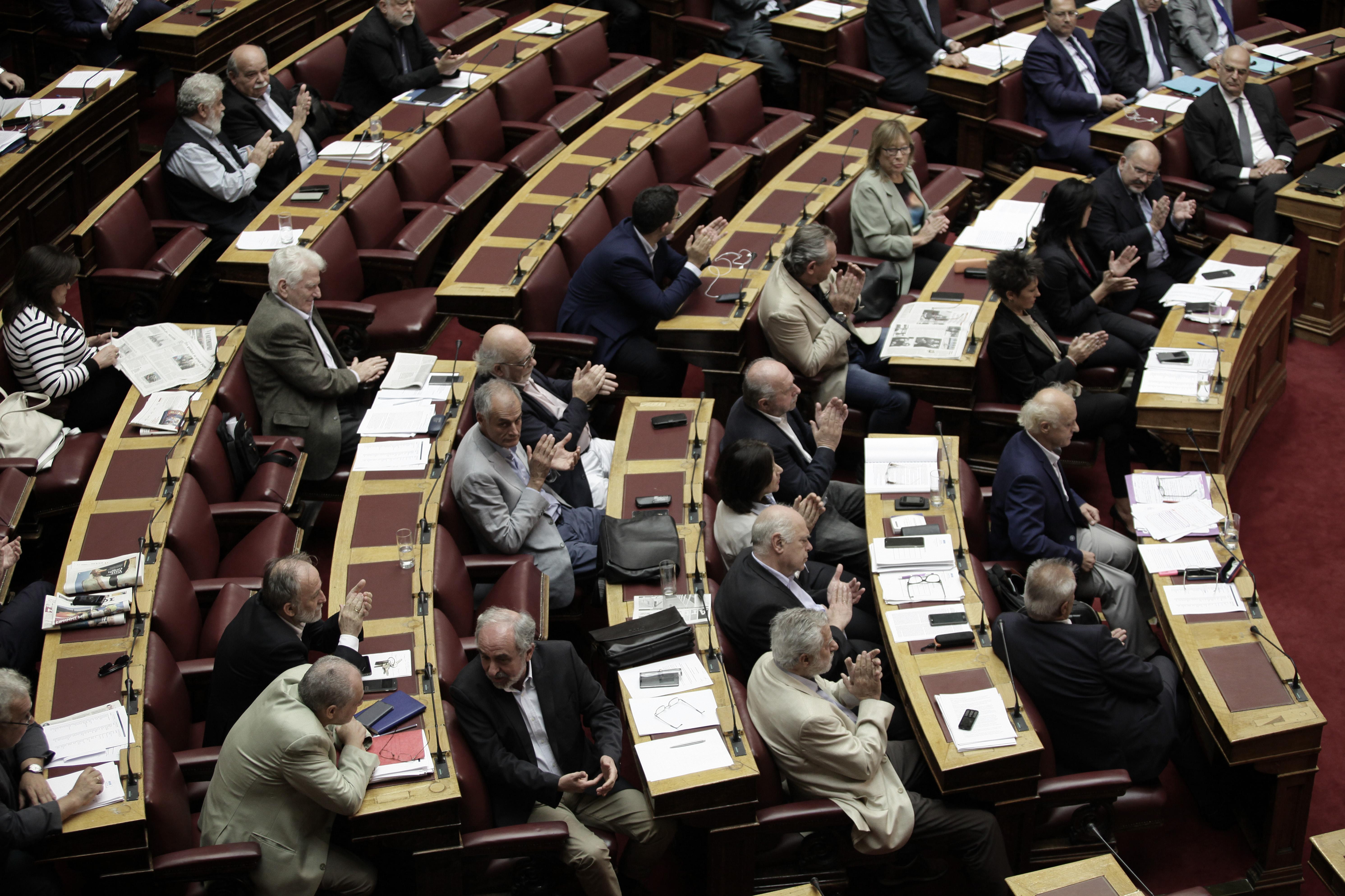 Υπό την απειλή κοινοβουλευτικής ήττας η κυβέρνηση για την αλλαγή φύλου από τα 15 - Εικόνα 1