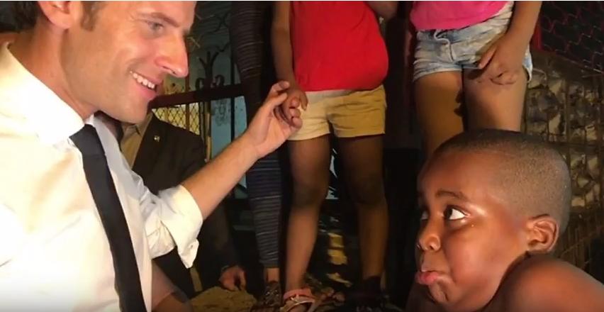 Απίστευτος Μακρόν σε 7χρονο αγόρι χωρίς ρούχα από τη Γαλλική Γουιάνα: Τι καριέρα θα ακολουθήσεις; (βίντεο) - Εικόνα 0