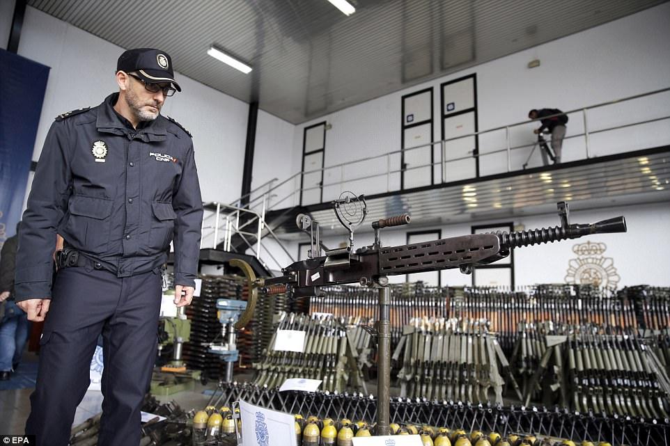 Aποφεύχτηκε το χάος μετά την ανακάλυψη και κατάσχεση όπλων στην Ισπανία,την ώρα που ο Τούρκος Υπουργός Εξωτερικών απειλεί με ιερό πόλεμο την Ευρώπη. - Εικόνα3