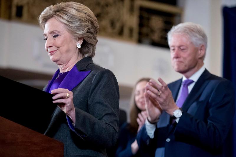 Daily Mail: Αυτό ήταν το τέλος της δυναστείας των Κλίντον – Όλα τα σκάνδαλα μιας «βρώμικης» οικογένειας - Εικόνα1