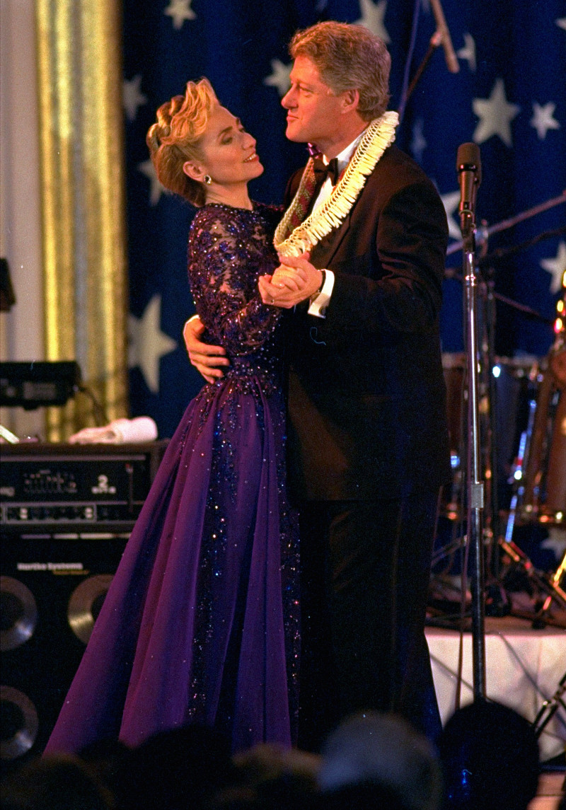 Daily Mail: Αυτό ήταν το τέλος της δυναστείας των Κλίντον – Όλα τα σκάνδαλα μιας «βρώμικης» οικογένειας - Εικόνα11