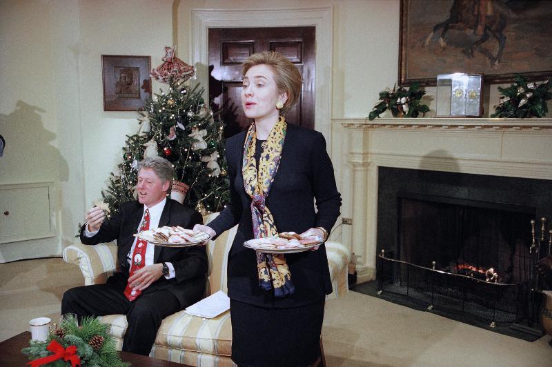 Daily Mail: Αυτό ήταν το τέλος της δυναστείας των Κλίντον – Όλα τα σκάνδαλα μιας «βρώμικης» οικογένειας - Εικόνα12