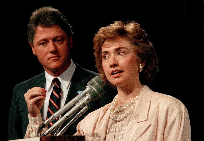 Daily Mail: Αυτό ήταν το τέλος της δυναστείας των Κλίντον – Όλα τα σκάνδαλα μιας «βρώμικης» οικογένειας - Εικόνα2