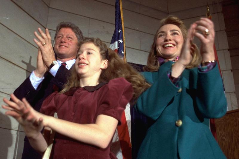 Daily Mail: Αυτό ήταν το τέλος της δυναστείας των Κλίντον – Όλα τα σκάνδαλα μιας «βρώμικης» οικογένειας - Εικόνα3