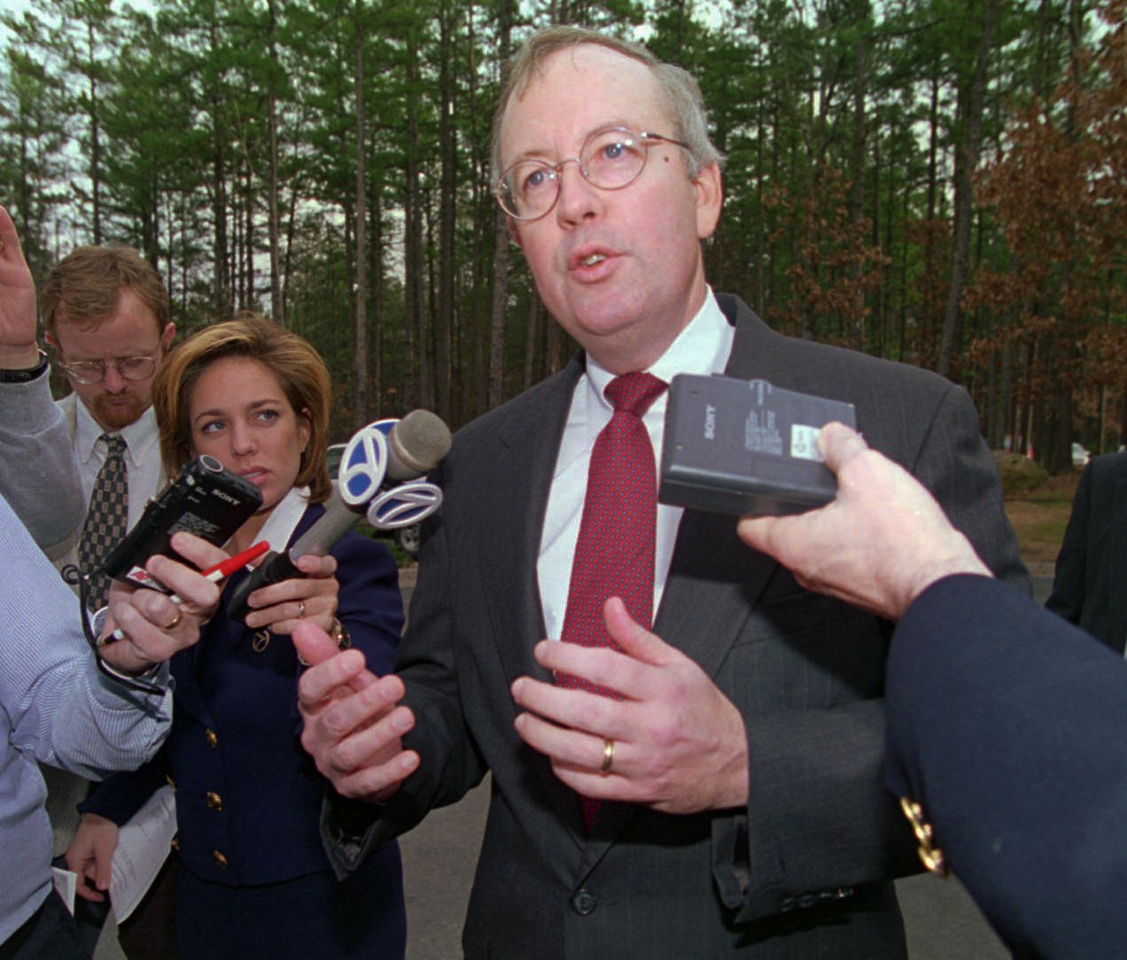 Daily Mail: Αυτό ήταν το τέλος της δυναστείας των Κλίντον – Όλα τα σκάνδαλα μιας «βρώμικης» οικογένειας - Εικόνα4