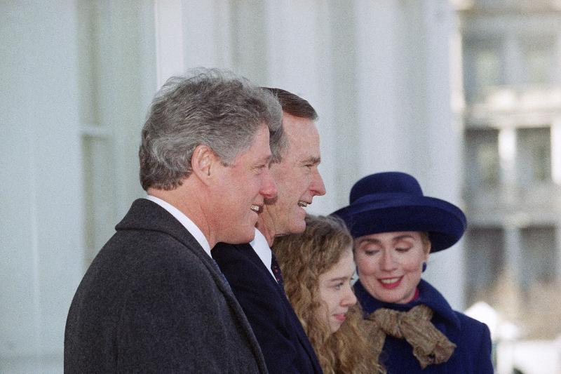 Daily Mail: Αυτό ήταν το τέλος της δυναστείας των Κλίντον – Όλα τα σκάνδαλα μιας «βρώμικης» οικογένειας - Εικόνα6