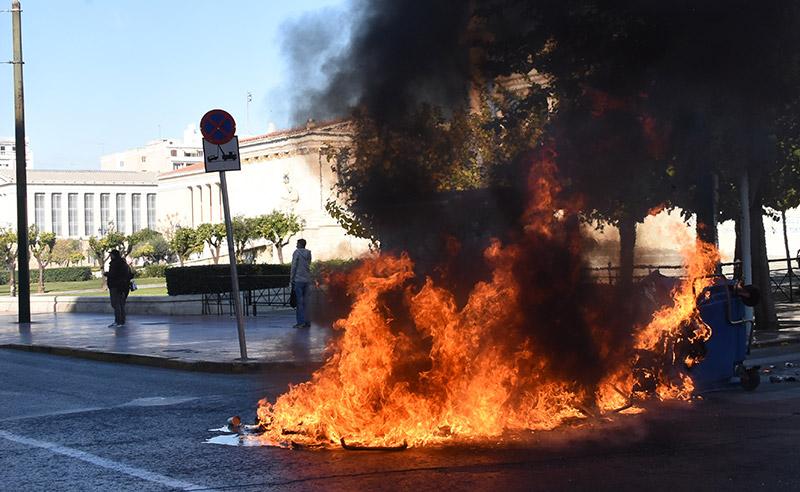 Δείτε live: Επεισόδια στα Εξάρχεια για τον Γρηγορόπουλο - Τα ΜΑΤ διώχνουν τις κάμερες - Εικόνα 13