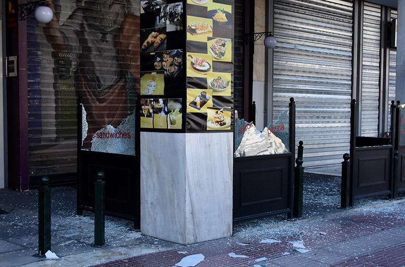 Δείτε live: Επεισόδια στα Εξάρχεια για τον Γρηγορόπουλο - Τα ΜΑΤ διώχνουν τις κάμερες - Εικόνα 14