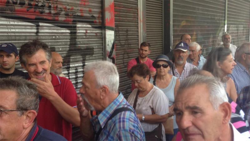 «Δεν έχουμε να φάμε» φωνάζουν οι συνταξιούχοι έξω από το υπ. Εργασίας - Εικόνα 0
