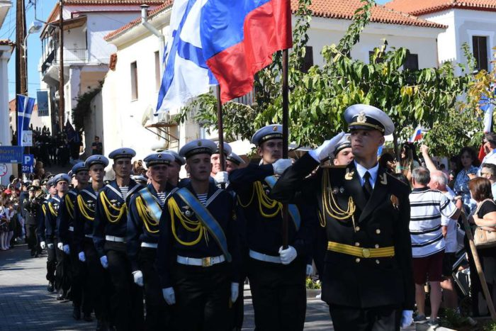 Οι ΗΠΑ διέρρηξαν οριστικά τις ελληνορωσικές σχέσεις – «Πάρτε τους τα όπλα, μην εκτελέσετε κανονιοβολισμούς» - Εικόνα0