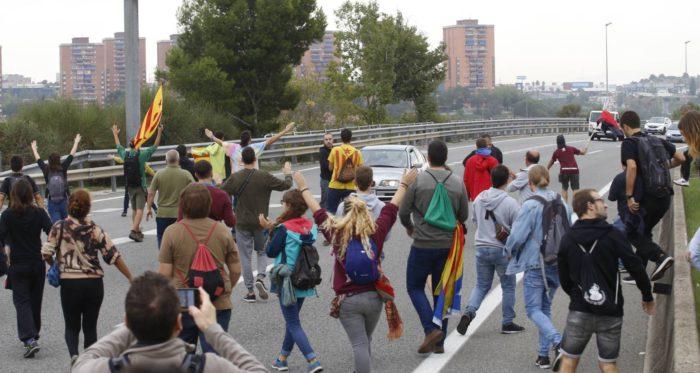 Δραματικές εξελίξεις: Πραξικόπημα σε εξέλιξη στην Καταλονία – Στρατό στέλνει ο Ραχόι με απειλές πολέμου – Ερχονται συλλήψεις των Καταλανών Ηγετών - Εικόνα1