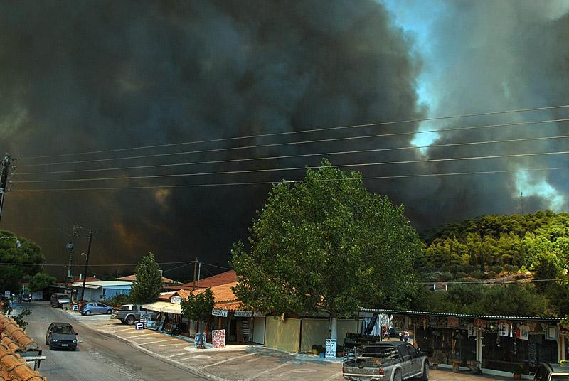 Δραματική η κατάσταση στη Ζάκυνθο: Μάχη όλη τη νύχτα με τη φωτιά - Εικόνα 0