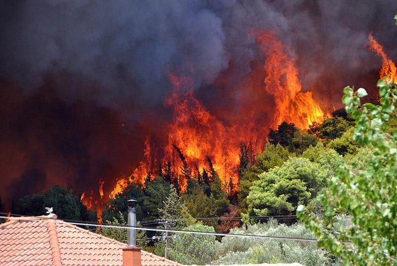 Δραματική η κατάσταση στη Ζάκυνθο: Μάχη όλη τη νύχτα με τη φωτιά - Εικόνα 1