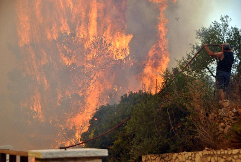 Δραματική η κατάσταση στη Ζάκυνθο: Μάχη όλη τη νύχτα με τη φωτιά - Εικόνα 4