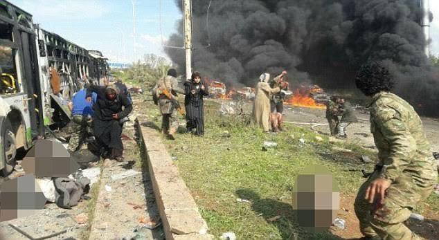 Εικόνες σοκ στη Συρία: Καμικάζι χτύπησε λεωφορεία με αμάχους - Εικόνα 1