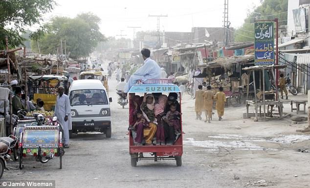 Εκατοντάδες νεκρά νεογέννητα κορίτσια πετάγονται σε σωρούς σκουπιδιών στο Πακιστάν επειδή οι γονείς θέλουν να κάνουν αγόρια - Εικόνα2
