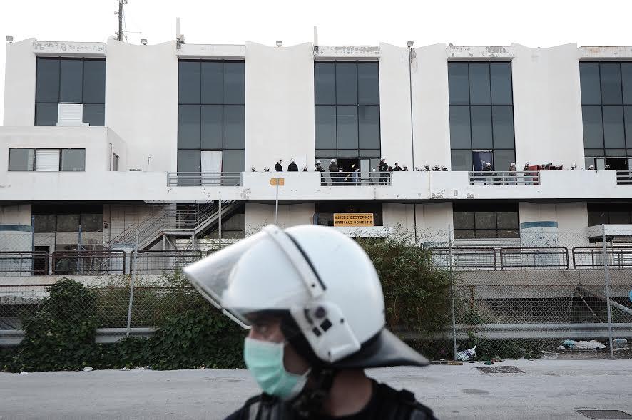 Εκκενώνουν το Ελληνικό από τους πρόσφυγες και τους μετανάστες - Εικόνα 0