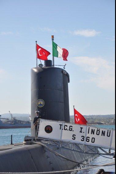 SOS εκπέμπουν οι Τούρκοι από τα βάθη της Μεσογείου: Τους ρίχνει «πολύ ξύλο» ο «Παπανικολής» S-120 (βίντεο) - Εικόνα2