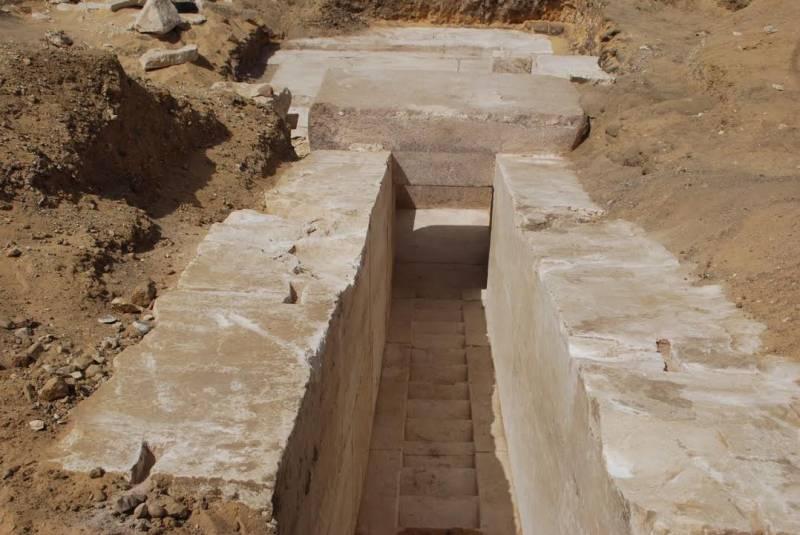 Εκπληκτικό: Ανακαλύφθηκε νέα πυραμίδα 3.700 ετών στο Κάιρο [εικόνες] - Εικόνα