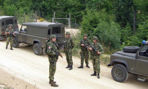 ΕΚΤΑΚΤΗ ΕΙΔΗΣΗ: Βγήκαν σερβικά άρματα μάχης, τεθωρακισμένα και ειδικές δυνάμεις με κατεύθυνση Κοσσυφοπέδιο και Σκόπια- Έρχεται μεγάλο μακελειό – Σερβία: «Oι Αλβανοί πιστεύουν πως κάποιος φιλεύσπλαχνος άγγελος θα τους προστατεύσει» - Εικόνα1