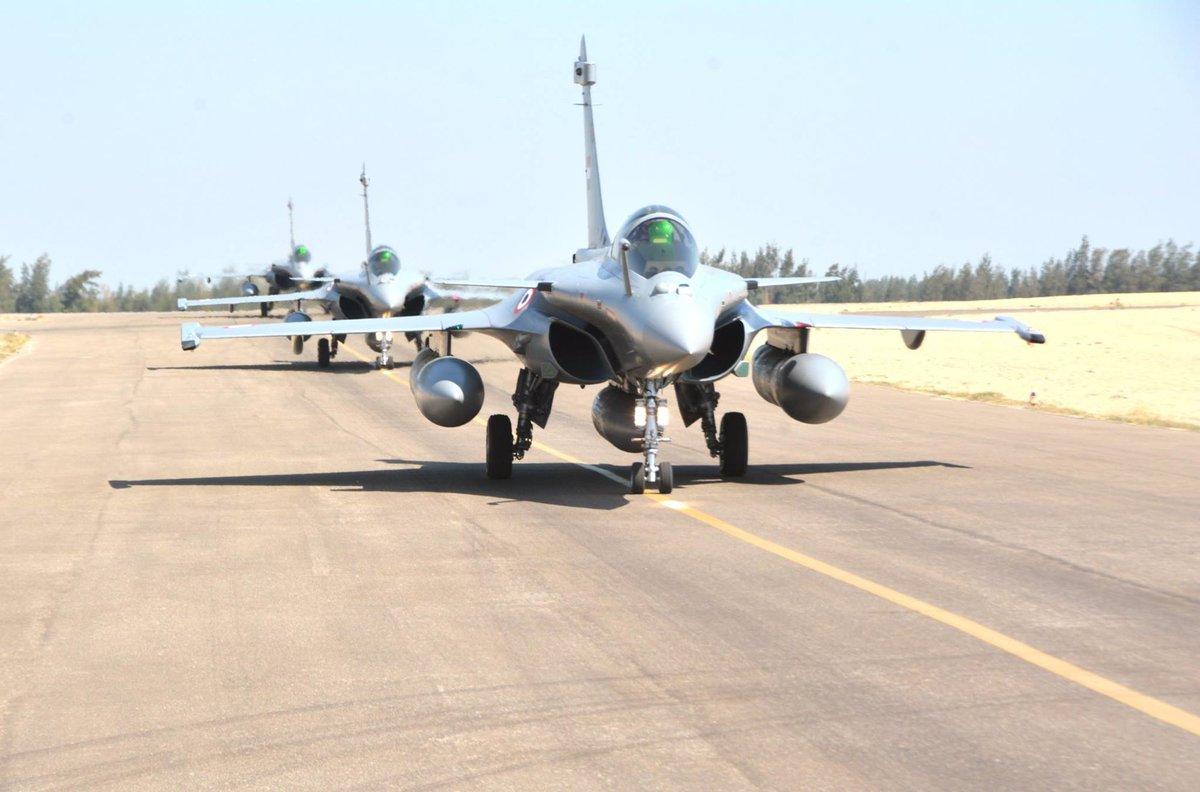 ΕΚΤΑΚΤΟ – Boμβαρδίζει ανηλεώς σε ολόκληρη την Λιβύη η Aίγυπτος ανοίγοντας δρόμο για τον εκλεκτό της Μόσχας – Στον αέρα F-16 Block 52 και Rafale με MICA EM – MICA IR μαζί με E-2C Hawkeye 2000 AEW - Εικόνα2