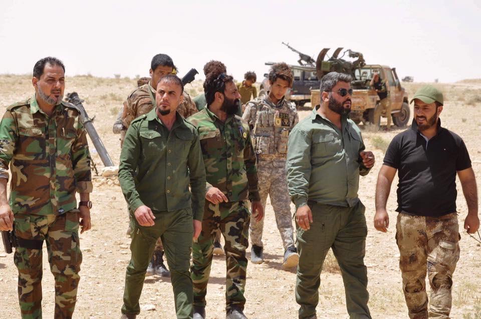 ΕΚΤΑΚΤΟ – Φωτιά και ατσάλι στα σύνορα Συρίας-Ιράκ-Ιορδανίας: Εισβολή βρετανικών-αμερικανικών δυνάμεων και μάχες σώμα με σώμα στο έδαφος με έπαθλο την Deir Ezzor – Aεροπορικές επιδρομές εναντίον του συριακού Στρατού (βίντεο) - Εικόνα10