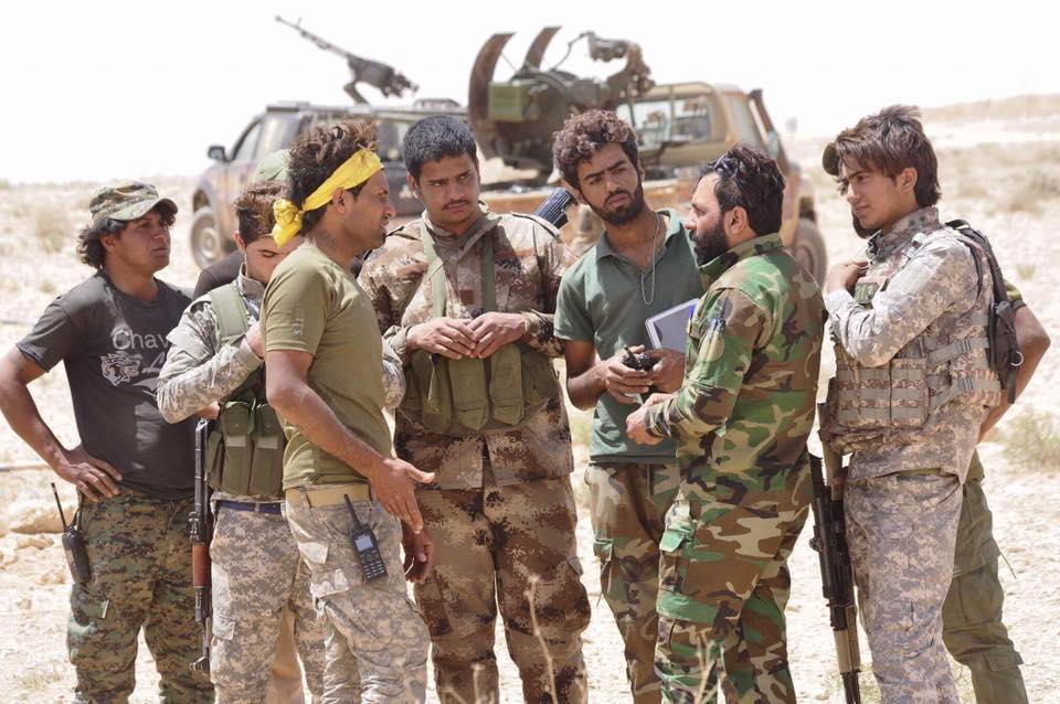 ΕΚΤΑΚΤΟ – Φωτιά και ατσάλι στα σύνορα Συρίας-Ιράκ-Ιορδανίας: Εισβολή βρετανικών-αμερικανικών δυνάμεων και μάχες σώμα με σώμα στο έδαφος με έπαθλο την Deir Ezzor – Aεροπορικές επιδρομές εναντίον του συριακού Στρατού (βίντεο) - Εικόνα11