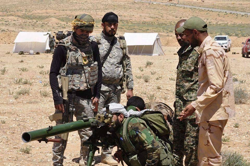 ΕΚΤΑΚΤΟ – Φωτιά και ατσάλι στα σύνορα Συρίας-Ιράκ-Ιορδανίας: Εισβολή βρετανικών-αμερικανικών δυνάμεων και μάχες σώμα με σώμα στο έδαφος με έπαθλο την Deir Ezzor – Aεροπορικές επιδρομές εναντίον του συριακού Στρατού (βίντεο) - Εικόνα13