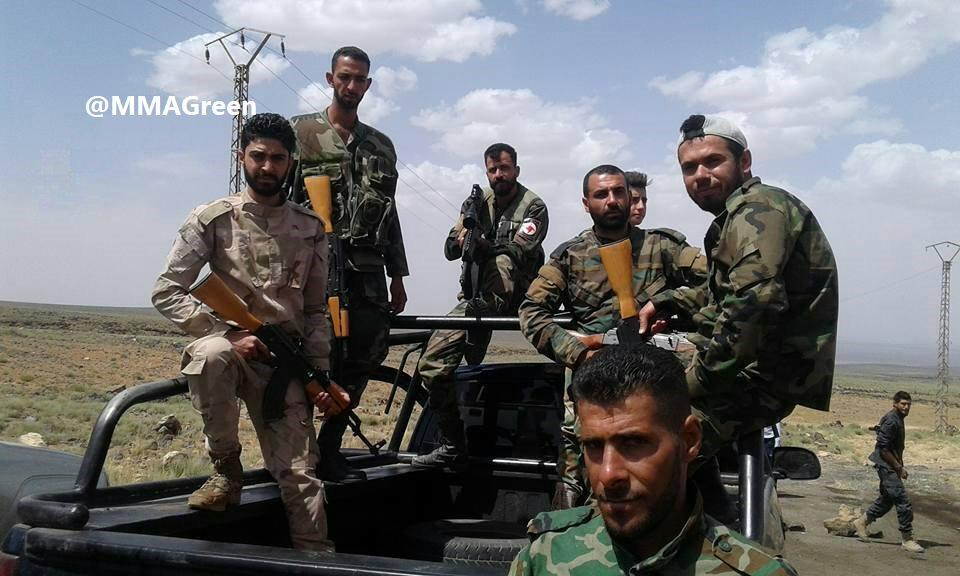 ΕΚΤΑΚΤΟ – Φωτιά και ατσάλι στα σύνορα Συρίας-Ιράκ-Ιορδανίας: Εισβολή βρετανικών-αμερικανικών δυνάμεων και μάχες σώμα με σώμα στο έδαφος με έπαθλο την Deir Ezzor – Aεροπορικές επιδρομές εναντίον του συριακού Στρατού (βίντεο) - Εικόνα16