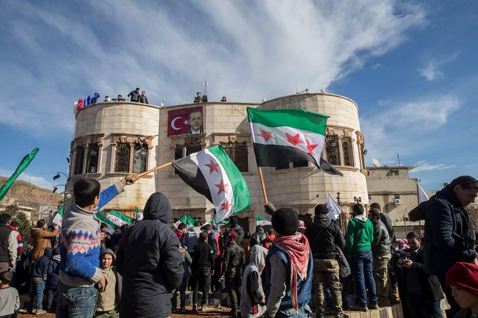 ΕΚΤΑΚΤΟ – Μιλάνε πλέον τα όπλα στην Αφρίν: Ανοιξαν πυρ και οι Αμερικανοί – «Θα τους κάψουμε ζωντανούς έναν-έναν – Θα μπούμε Τουρκία» λένε οι Κούρδοι - Εικόνα11