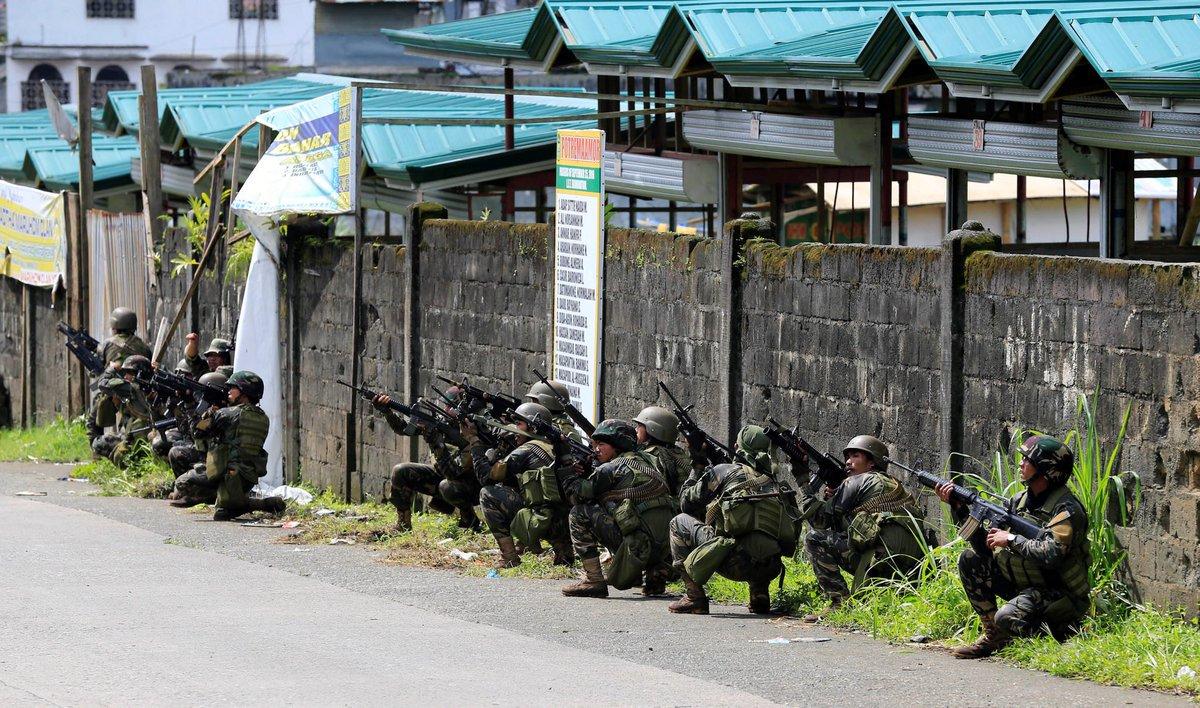 ΕΚΤΑΚΤΟ – Χαλέπι Νο 2 στις Ν.Φιλιππίνες – Εκλιπαρεί τον Β.Πούτιν για βοήθεια ο Ρ.Ντουτέρτε: «Δέχομαι εισβολή τζιχαντιστών από όλες τις χώρες του κόσμου» -Υψώθηκαν σημαίες του ISIS – Αγριες συγκρούσεις και αποκεφαλισμοί – Δείτε βίντεο - Εικόνα14