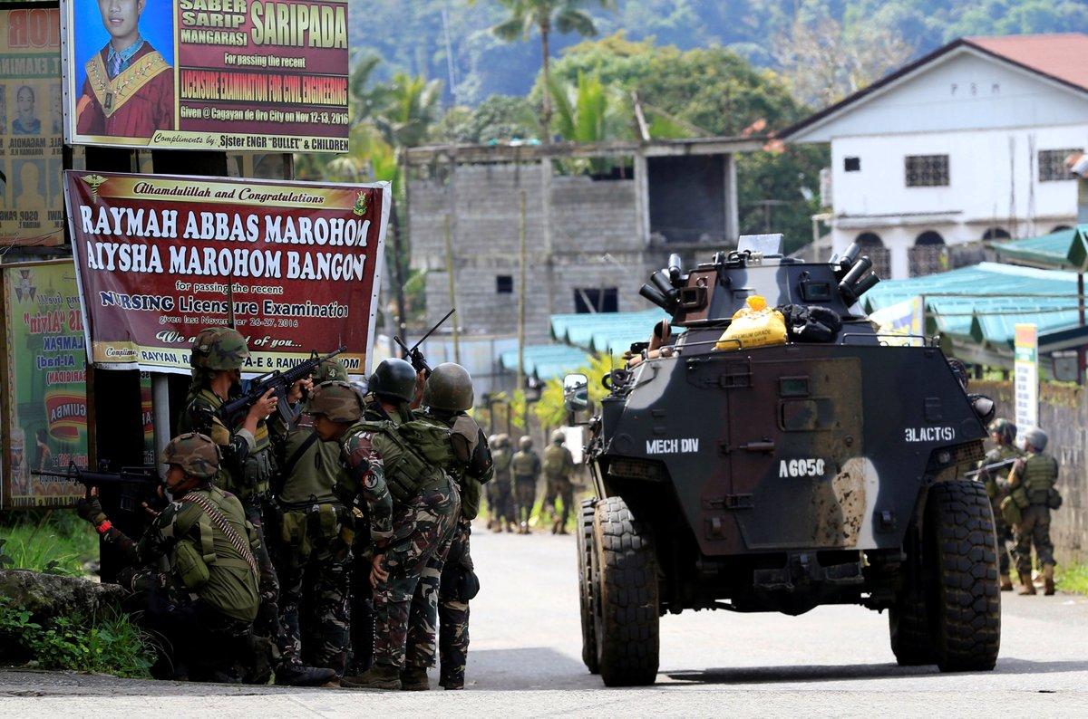 ΕΚΤΑΚΤΟ – Χαλέπι Νο 2 στις Ν.Φιλιππίνες – Εκλιπαρεί τον Β.Πούτιν για βοήθεια ο Ρ.Ντουτέρτε: «Δέχομαι εισβολή τζιχαντιστών από όλες τις χώρες του κόσμου» -Υψώθηκαν σημαίες του ISIS – Αγριες συγκρούσεις και αποκεφαλισμοί – Δείτε βίντεο - Εικόνα16