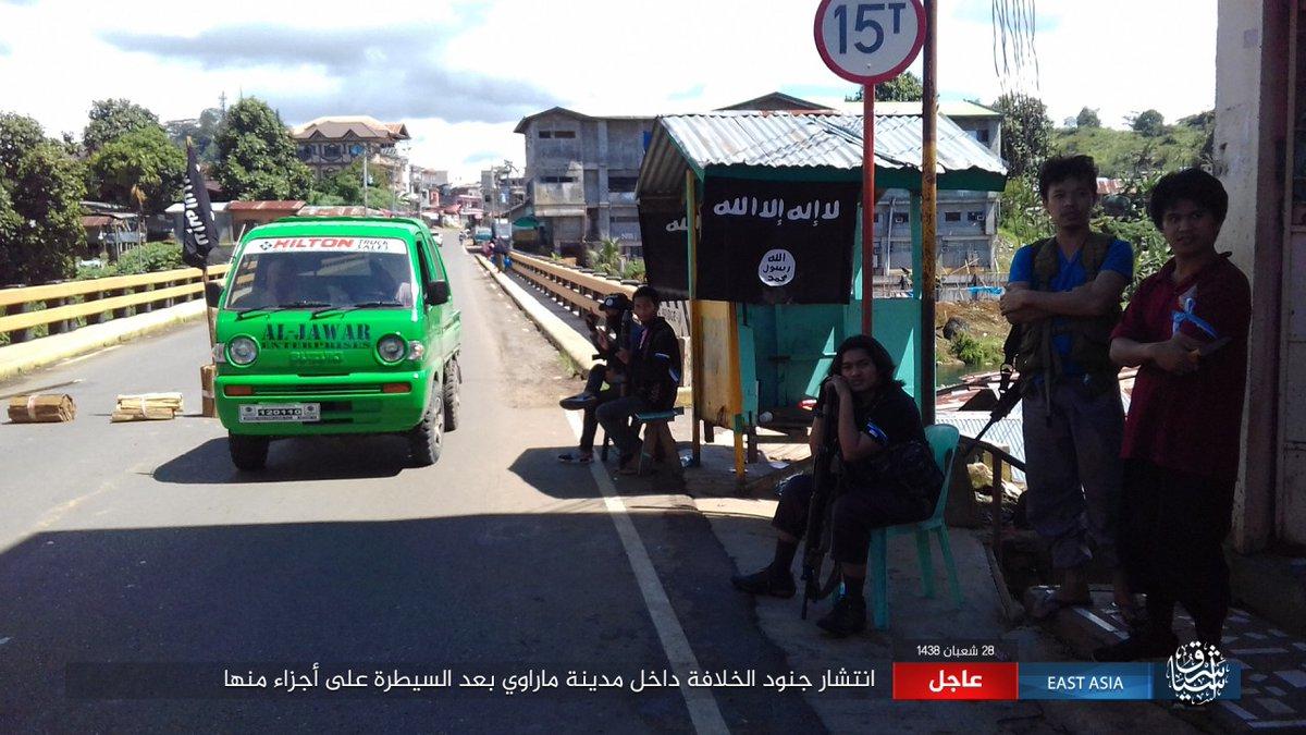 ΕΚΤΑΚΤΟ – Χαλέπι Νο 2 στις Ν.Φιλιππίνες – Εκλιπαρεί τον Β.Πούτιν για βοήθεια ο Ρ.Ντουτέρτε: «Δέχομαι εισβολή τζιχαντιστών από όλες τις χώρες του κόσμου» -Υψώθηκαν σημαίες του ISIS – Αγριες συγκρούσεις και αποκεφαλισμοί – Δείτε βίντεο - Εικόνα27
