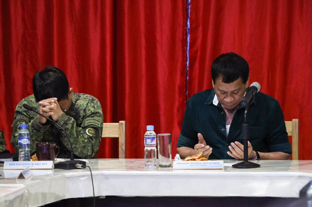 ΕΚΤΑΚΤΟ – Χαλέπι Νο 2 στις Ν.Φιλιππίνες – Εκλιπαρεί τον Β.Πούτιν για βοήθεια ο Ρ.Ντουτέρτε: «Δέχομαι εισβολή τζιχαντιστών από όλες τις χώρες του κόσμου» -Υψώθηκαν σημαίες του ISIS – Αγριες συγκρούσεις και αποκεφαλισμοί – Δείτε βίντεο - Εικόνα3
