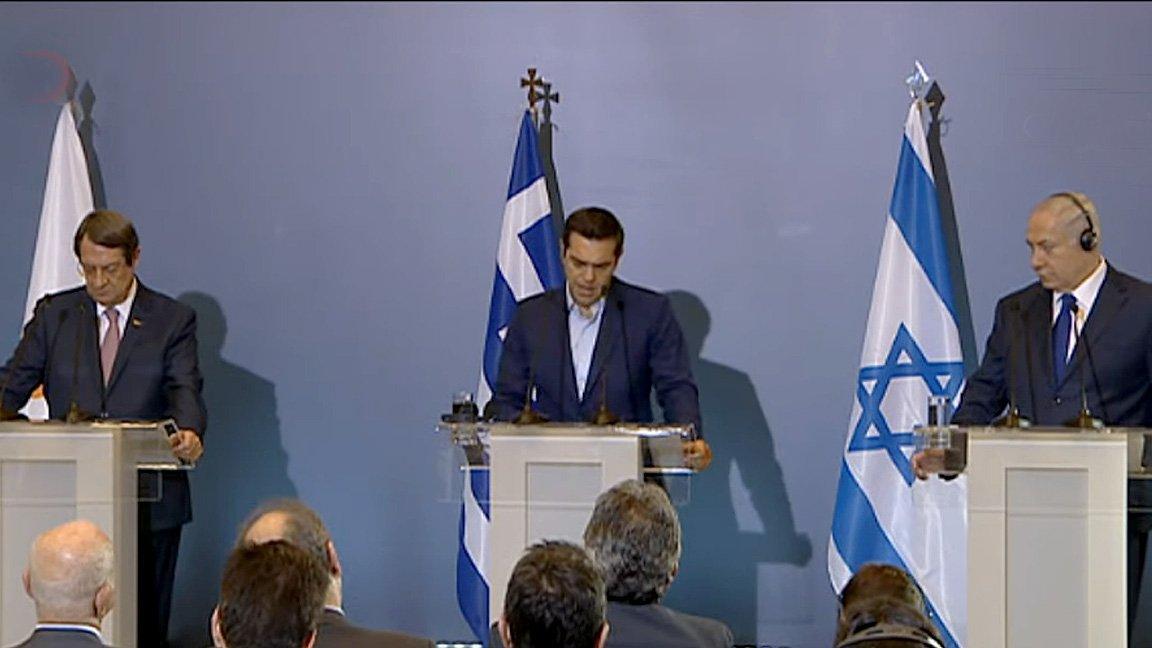 Έκτακτο: Πρώτη αναφορά του Α. Τσίπρα για κοινή ΑΟΖ Ελλάδας – Κύπρου – Ισραήλ -Τί είπε και για τον EASTMED – Έπεσε «βόμβα» μετά το τέλος της τριμερής-Δείτε βίντεο και εικόνες - Εικόνα2