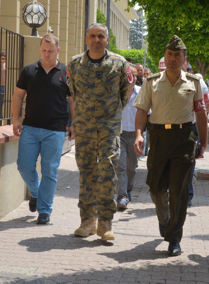 EKTAKTO: Συνελήφθη ο Διοικητής της ΝΑΤΟϊκής βάσης του Ιντσιρλίκ – Φήμες ότι αναζητούνται και Αμερικανοί στρατιώτες (εικόνες-βίντεο) - Εικόνα0