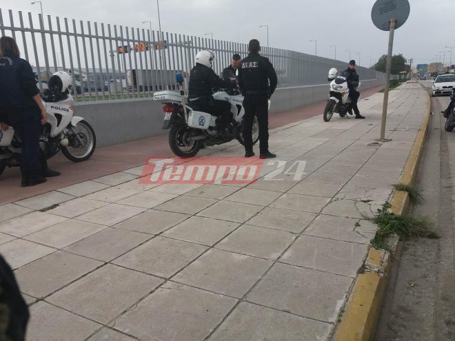 «Εμπόλεμη ζώνη» το λιμάνι της Πάτρας!-Μετανάστες πετούσαν πέτρες σε αστυνομικούς -Δείτε βίντεο και φωτογραφίες - Εικόνα0